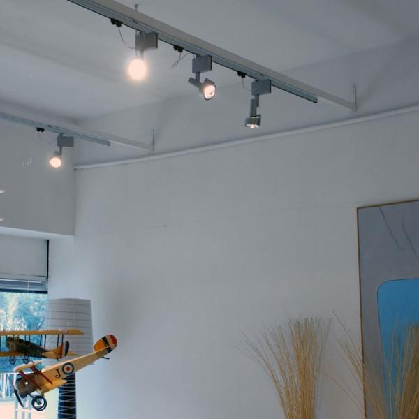 Illuminazione Binario Elettrificato: Boutique della luce proiettore w ar per ...